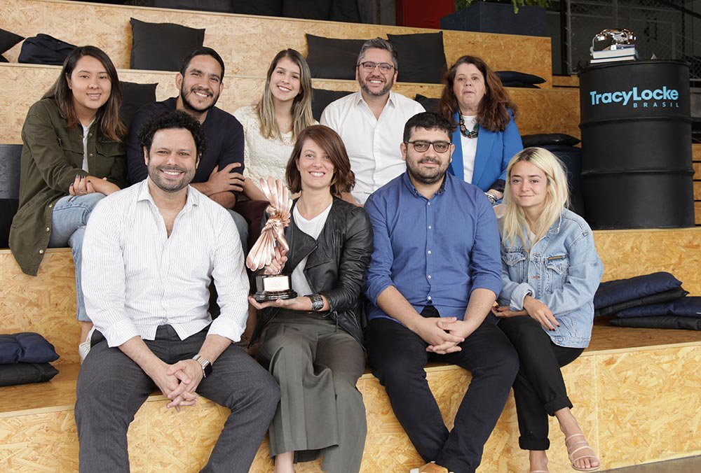 TracyLocke Brasil team with their Bronze LIA awarded for Pfizer